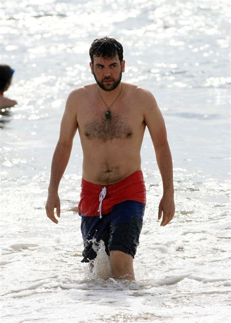 paul simon swimsuit how i met your mother actor josh radnor enjoys a