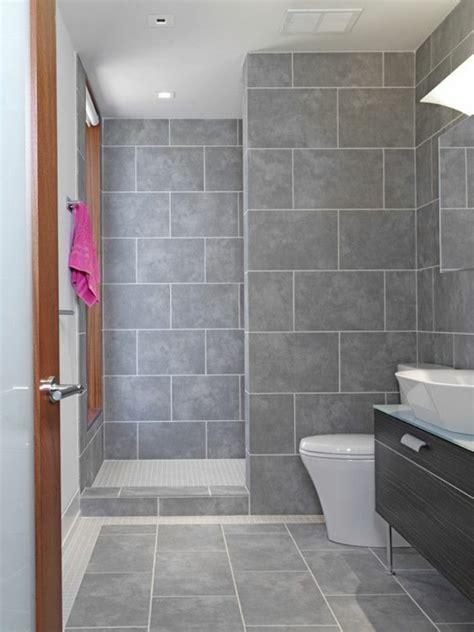 chambre avec poutres apparentes une salle de bains grise élégance et chic contemporain