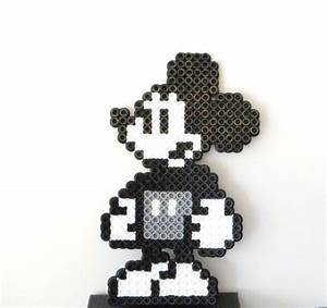Mickey Pixel Art : steamboat willie mickey pixel art created with by cjsinspirations for kids p rlor hama ~ Nature-et-papiers.com Idées de Décoration