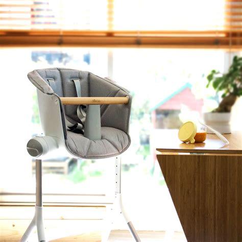 réhausseur de table bébé assise pour chaise haute up and grey de beaba sur