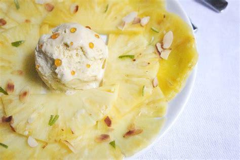 dessert noel leger facile carpaccio d ananas aux zestes de citron boule de glace vanille aux 233 clats de caramel