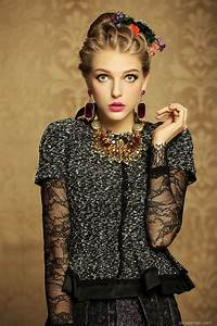Vintage clothing style for women.