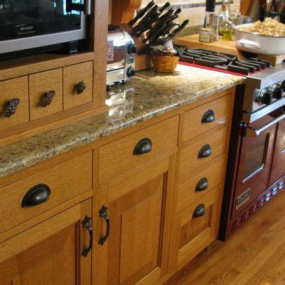 best hardware for oak cabinets 36 best oak cabinets images on pinterest kitchens for