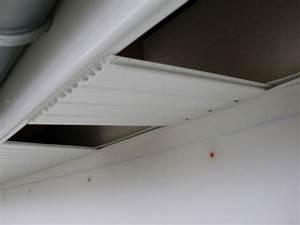 Fixation Lambris Pvc : lambris pvc dessous de toit autoconstruction bbc ~ Premium-room.com Idées de Décoration