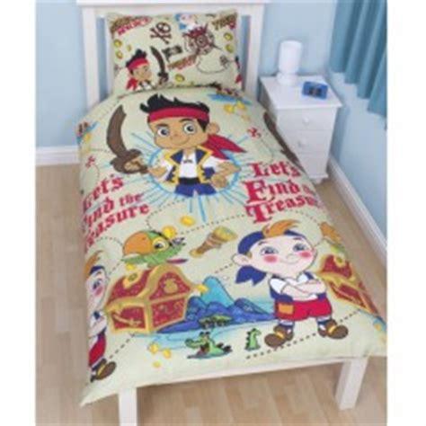 d馗o chambre pirate décorer la chambre d 39 un garçon sur le thème des linge de ilt accessoires et déco de pirate décorer