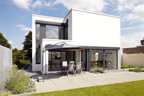 Moderne Zweigeschossige Häuser by Modern Haus Fassade