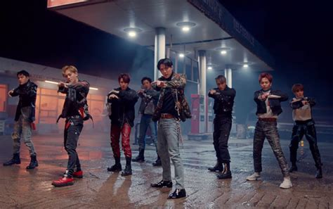exo love shot lirik comeback rilis mv love shot tembakan exo bikin fans