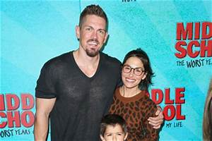 Sarah Shahi Steve Howey Pictures, Photos & Images - Zimbio