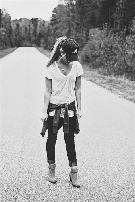 Cute casual outfit! Maybe without the sweater | Clothes...jewelry....accessories | Pinterest ...