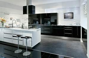 Küche Weiß Hochglanz : moderne kuche hochglanz weiss kueche stoermer schwarz ~ Watch28wear.com Haus und Dekorationen