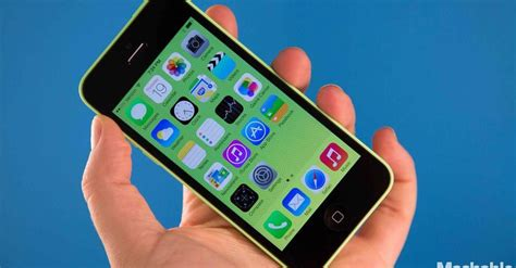 how to get more storage on iphone 5c apple launches 8gb iphone 5c