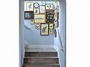 cage d39escalier en bois avec une peinture bleue pastei With couleur bois de rose peinture 10 cage descalier 20 idees deco pour un bel escalier