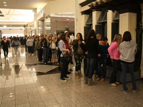 100 find the best black friday shoppers race to