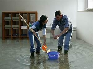Wasserschaden Haus Was Tun : wasserschaden diese versicherungen helfen ~ Bigdaddyawards.com Haus und Dekorationen