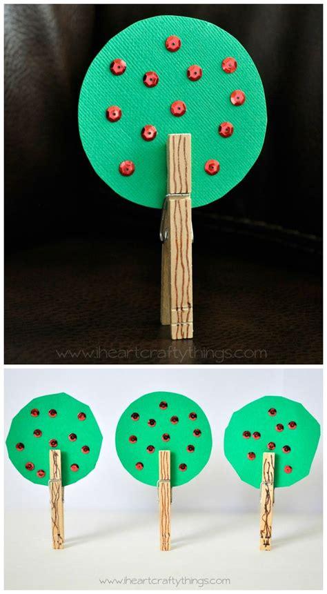 apple tree craft for preschoolers i crafty things 194 | 5a89813065f01545a3548210d7a79d63 apple preschool crafts preschool apples