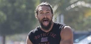 Jason Momoa Flexes His Huge Biceps for the Camera! | Jason ...