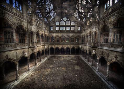 a beleza assombrosa de lugares abandonados