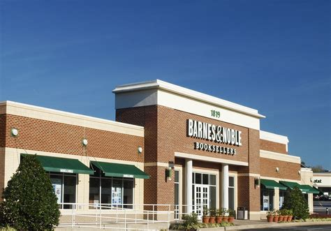 Woodholme Barnes & Noble And Pnc Bank