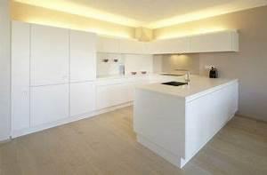 Weisse Küche Mit Holzarbeitsplatte : weisse k che corian arbeitsplatte k che holzarbeitsplatte k che und beleuchtung k che ~ Eleganceandgraceweddings.com Haus und Dekorationen
