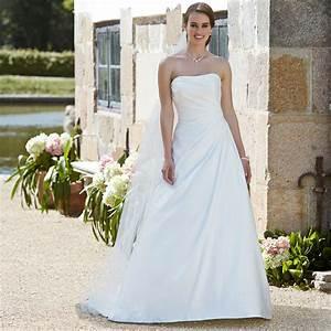 Die Schönsten Hochzeitskleider : sommer hochzeit hier sind die sch nsten brautkleider ~ Frokenaadalensverden.com Haus und Dekorationen