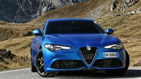 2017 Alfa Romeo Giulia Veloce Q4 - Drive and Design - YouTube
