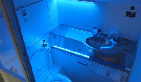 Uv Light Cleaning by Boeing S Self Cleaning Lavatory Zaps Germs With Uv Light