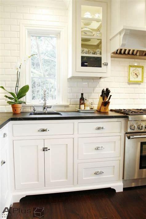 antique kitchen sinks 17 best ideas about 1920s kitchen on bungalow 1283