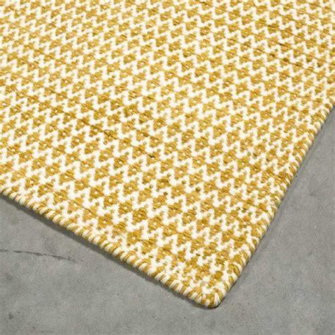 tapis sur mesure jaune en laine teintee mic mac par angelo