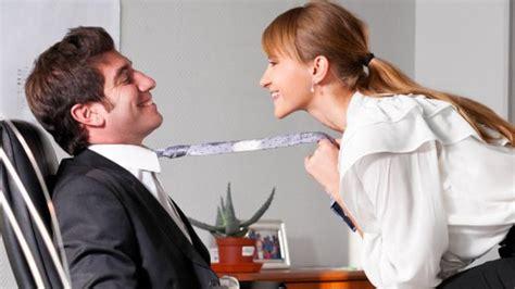 Lesbico In Ufficio - con il collega 232 ancora proibito roba da donne