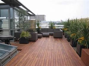 Pflanzen Für Dachterrasse : moderne dachterrasse mit holz bodenbelag und kies deko ~ Michelbontemps.com Haus und Dekorationen