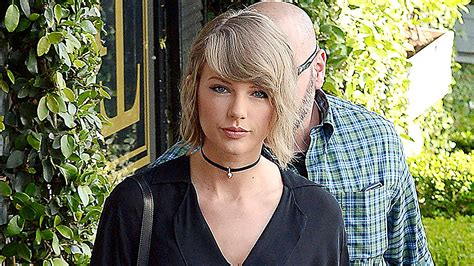 10 Ways to Get Taylor Swift's Luxe Choker Look | Teen Vogue