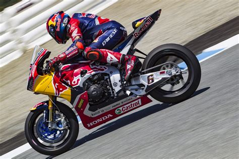 siege laguna 2 bradl and gagne battle at laguna in race two