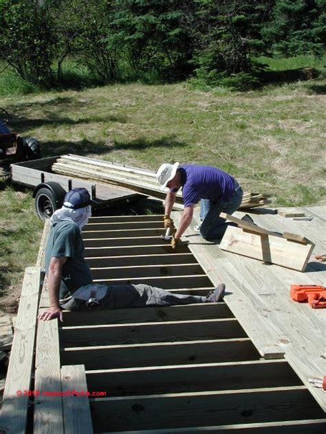 deck floor board spacing gaps proper gap size  leave