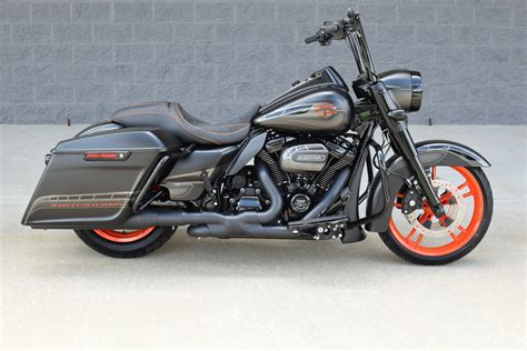 road king custom stunning   xtras cvo killer