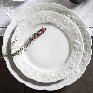 Service Assiette Design : assiette au motif fruits en relief vaisselle design bruno evrard ~ Teatrodelosmanantiales.com Idées de Décoration