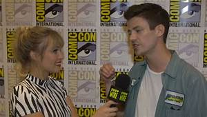 The Flash Cast And Crew Prepare For A Crisis At Sdcc 2019