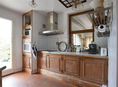 moderniser une cuisine rustique repeindre des meubles de cuisine rustique cuisine en