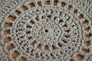 Tapis En Crochet : tapis de salle de bain en crochet julypouce tricote ~ Teatrodelosmanantiales.com Idées de Décoration