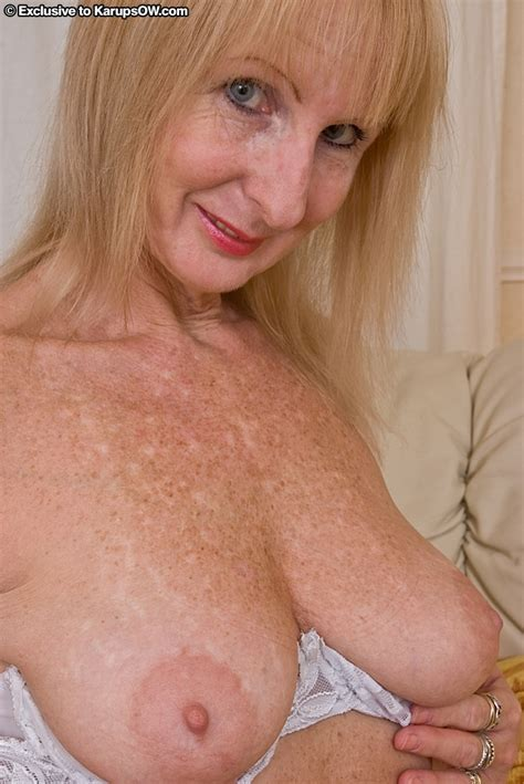 Lusty Mature Blonde With Saggy Tits Undressing And