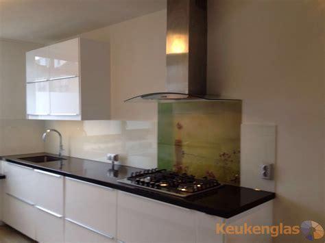 achterwand fornuis glas witte achterwand glas met print achter kookplaat keukenglas