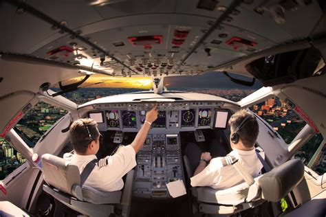 Five Reasons Why Airline Pilots Have The Coolest Jobs In