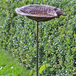 Abreuvoir A Oiseaux Pour Jardin : bain d 39 oiseau fonte a piquer mangeoires bains d 39 oiseaux ~ Melissatoandfro.com Idées de Décoration
