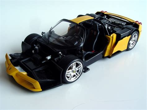 ��gull wing type doors and rear cowling can be opened and closed. Tamiya/Acu-STion 1/24 Ferrari Enzo