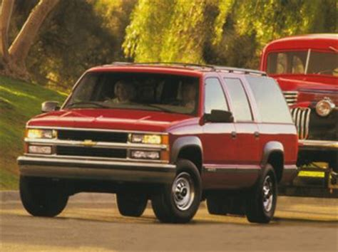 chevrolet suburban  styles features highlights