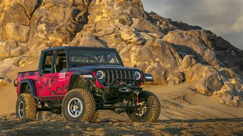 jeep gladiator pickup competed   famous king   hammers  road race  drive