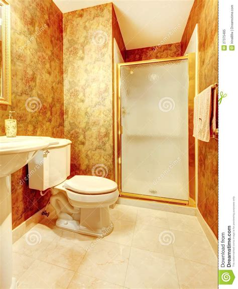 le salle de bains salle de bains antique d or avec le blanc image stock image 27375485