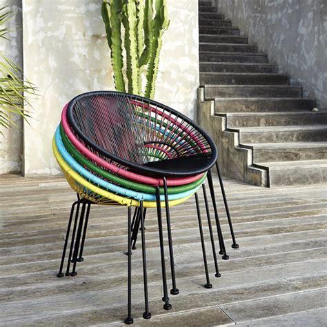chaise en fil scoubidou le fauteuil en résine tressée joalie véritable icône du