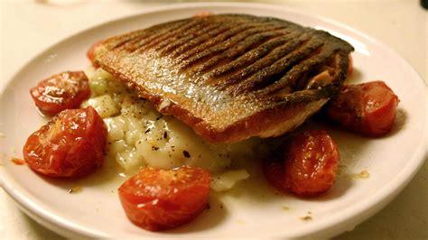 gordon ramsay cuisine en famille tried gordon ramsay 39 s crispy salmon and crushed potatoes