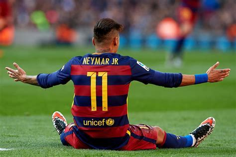 Best football hairstyles ? Neymar interview   Red Bull