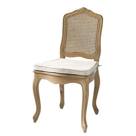 chaise en chêne massif chaise cannée en chêne massif gustavia maisons du monde